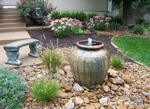 Маленький фонтан в ландшафтном дизайне