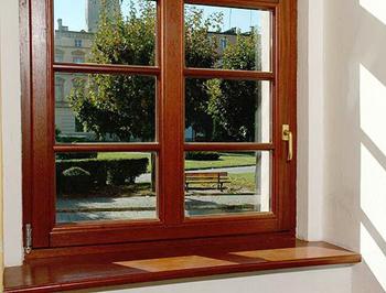 Окно с профилем из дерева