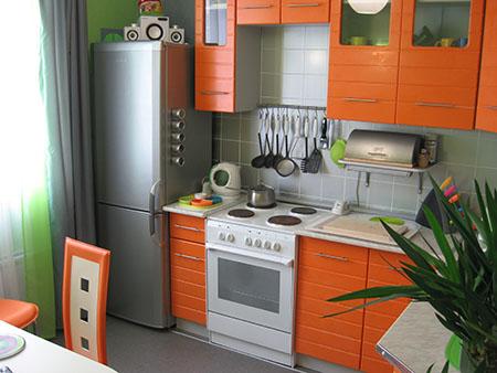 Солнечная кухня в оранжевых тонах