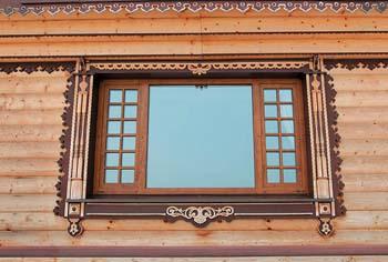Пластиковое окно в деревянный дом