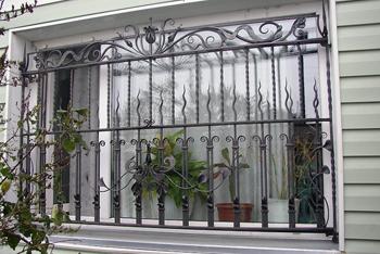 Решетки на окнах для защиты дома