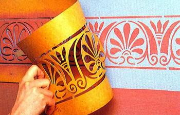 Окраска стен с трафаретом