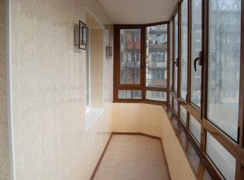 Пластиковые окна на утепленном балконе
