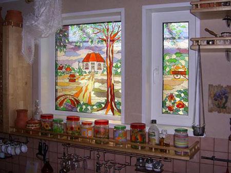 Витраж на пластиковом окне кухни