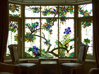Витраж на окне гостиной