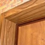 Отделка откосов входной двери: материалы и варианты их использования