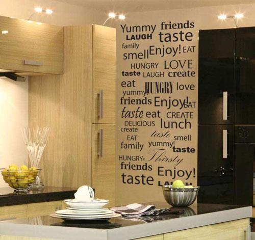 Наклейки на стенах кухни - один из способов декорирования