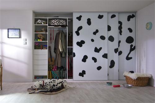 Шкаф с раздвижными дверями в прихожей