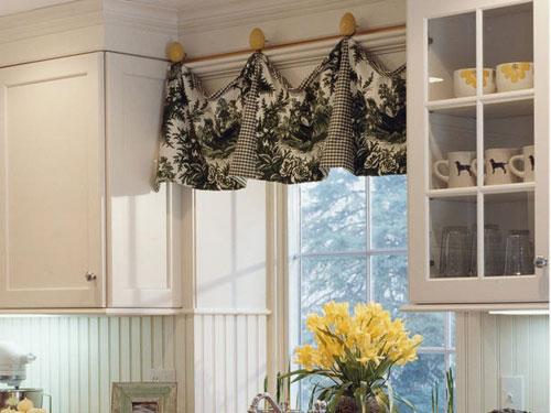 Декорирование штор на кухне