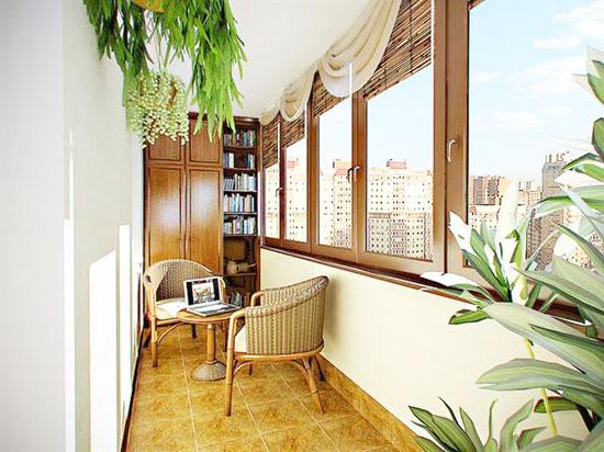Интерьер балкона со шторами