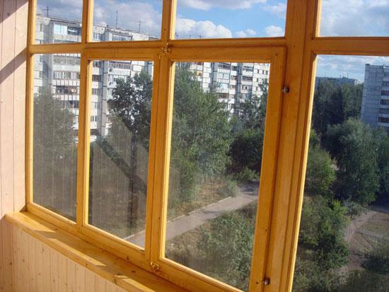 Порядок действий при остеклении деревом балкона