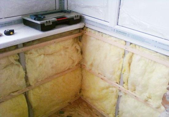 Минеральная вата  часто используется для утепления балкона
