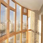 Остекление балкона деревянными рамами: долговечно и экологично