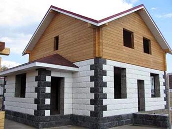 Вариант обшивки комбинированного дома
