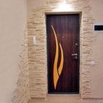 Декоративная внутрення отделка входной двери, какой материал выбрать