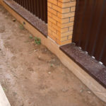 Виды фундаментов под забор, как залить своими руками