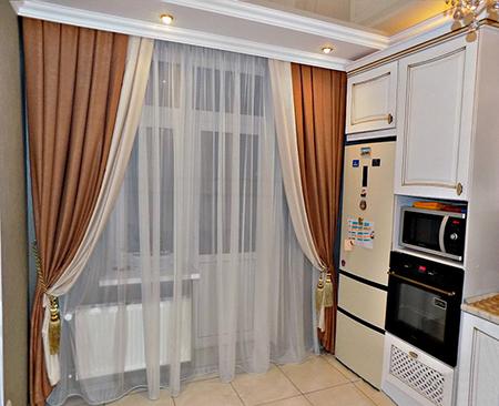 Классические портьеры на кухне