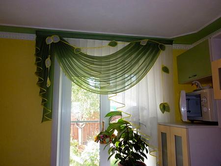 Короткие шторы для маленькой кухни