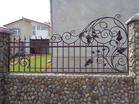 Кованый забор лоза