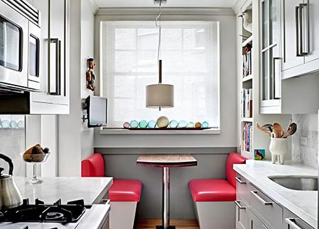 Рулонная штора на маленькйо кухне