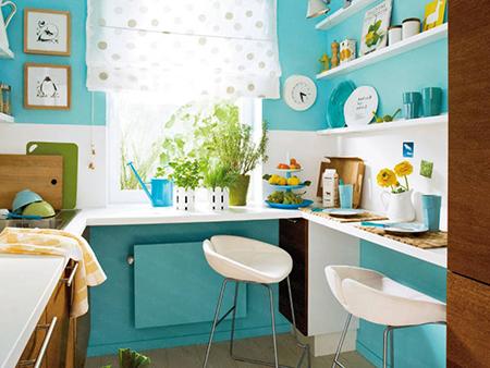 Легкая римская штора на кухне