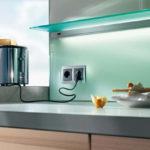 Как правильно установить розетки на фартук кухни