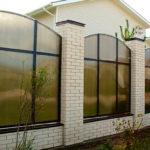 Заборы из поликарбоната: как построить на даче самому