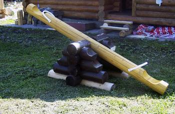 Использование бревен для качелей