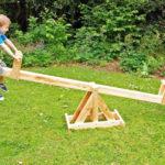 Детские качели балансир: из чего и как сделать своими руками
