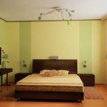 Комбинированные обои в дизайне спальни: виды и идеи