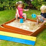 Строим детскую песочницу на даче своими руками