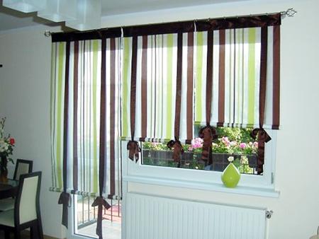 Римские шторы для окна с балконом