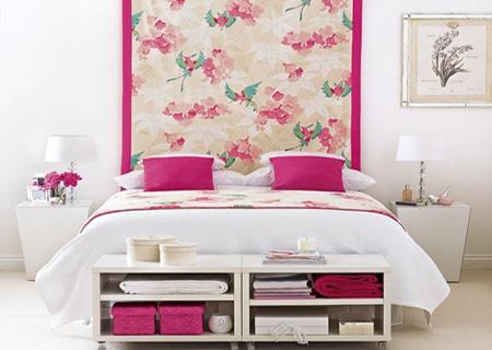 Розовые акценты в спальне