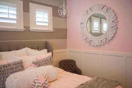 Серо-розовый цвет в спальне