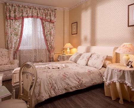 Шторы в стиле прованс в спальне