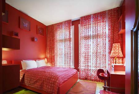 Выбор штор для красной спальни