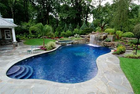 Бетонный бассейн неправильной формы