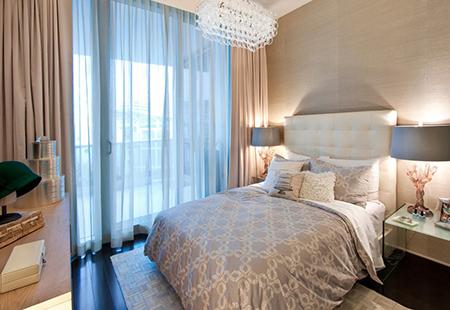 Сочетание голубого с бежевым в спальне