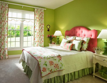 Сочетание зеленого и розового в спальне