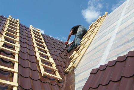 Деревянная лестница для крыши