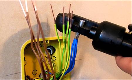Соединение проводов опрессовкой в подрозетнике