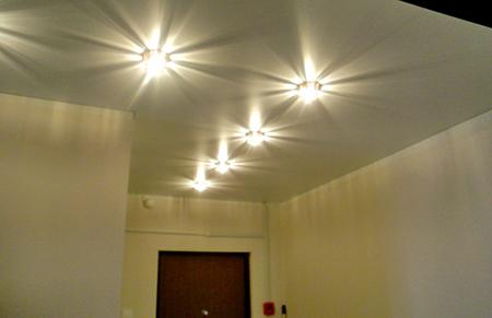 Схемы расположения светильников на натяжном потолке