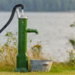 Ручной насос для воды из скважины: разновидности, устройство, изготовление своими руками