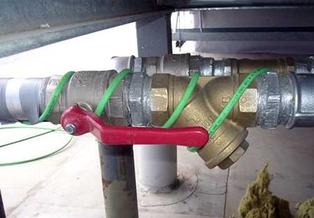 Греющий кабель на трубе